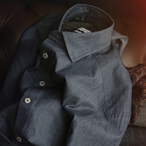 Skjorte med logo Harvest and Frost indigo bow 130