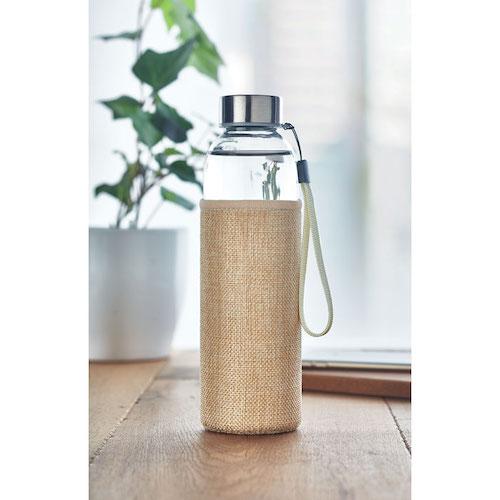 Vandflaske-i-glas-med-logo-Jute-materiale