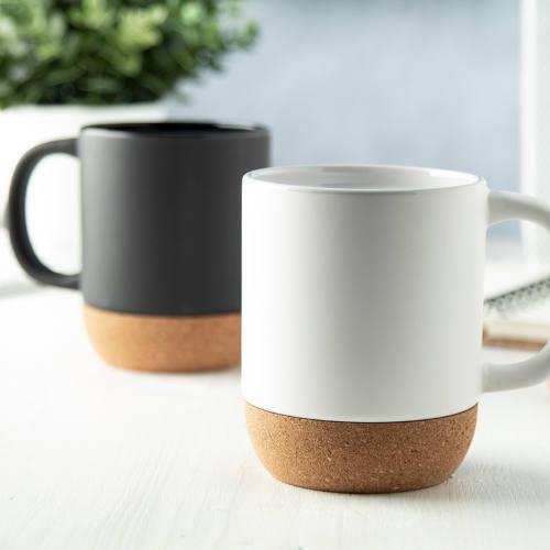 Krus i keramik og kork med logo, sort og hvid